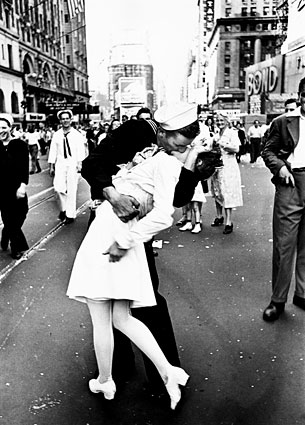 the-kiss-wwii.jpg