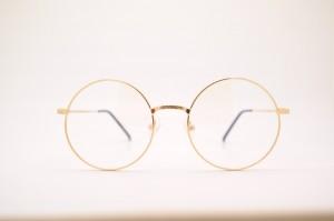 glasses-415256_1280 (2)