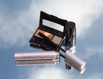 Beauty Buzz: How to apply your makeup so it stays puts on Prom Night!