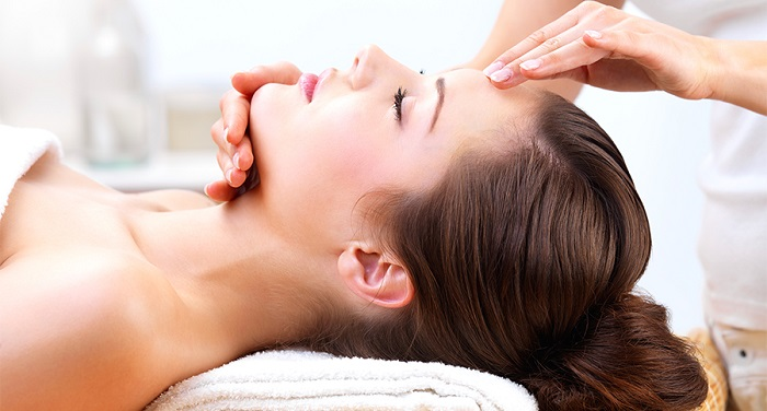 Beauty Buzz: What's it like to get a microdermabrasion treatment?