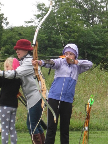 Girl scouts, archery
