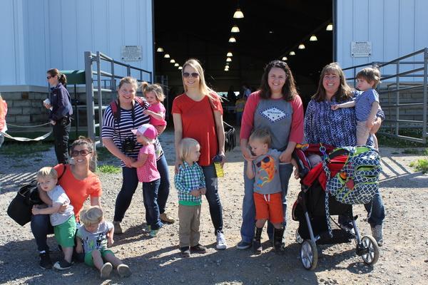 moms-club-farm-friends