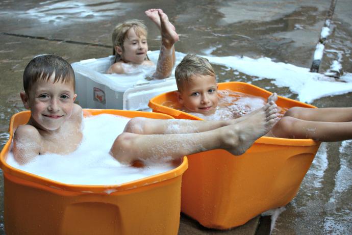 storage tub swim group690